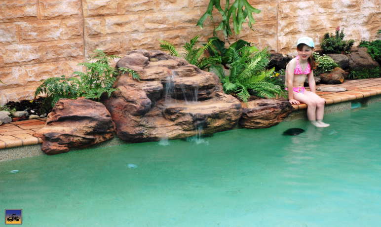 Rock swimming pool pond waterfalls - Swimming pool waterfalls water features ...
